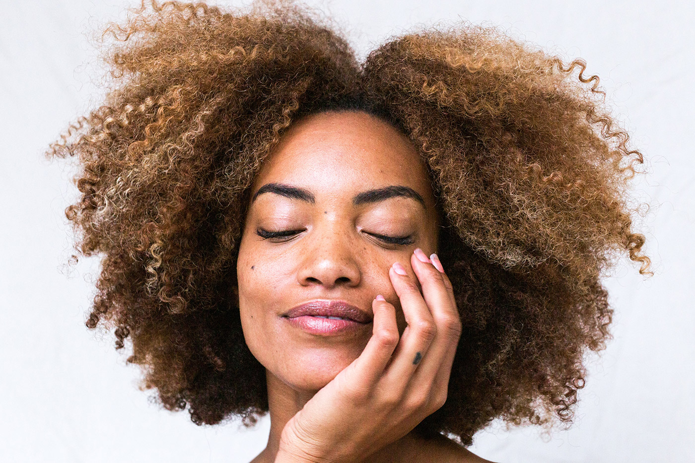 How To Fix Dry Skin Around The Eyes